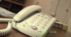 Hogyan lehet egyetlen szóval meggyötörni az idegesítő telemarketingest