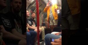 Tele lett a hócipőjük a metró utasainak a részeg Cheksea drukkerrel
