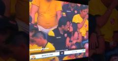 Kínos pillanatok! A szeretőjével ment el a meccsre és lekapta őket a kamera. (Én nem ismerem ezt a csajt)