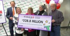 530 millió dollárt nyert a lottón és kijelentette, hogy szerényen fog élni. Nem sikerült neki