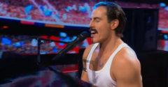 Horvátországban nagyon népszerű lett az egyik színész fellépése az egyik énekes TV műsorban (Queen)