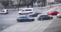 Nem voltak becsatolva a biztonsági öveik. Az autó utasai összevissza potyogtak az úttestre