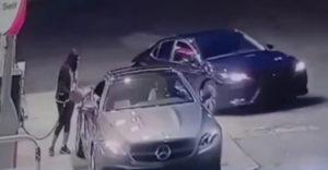 Benzinkúton akarták ellopni egy nő autóját, de erre nem számítottak a tolvajok