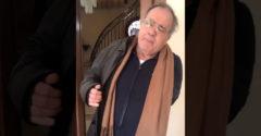 Az olasz nyugdíjas eltökélte, hogy elmegy kávézni. (Nem hallgatott a lányára)