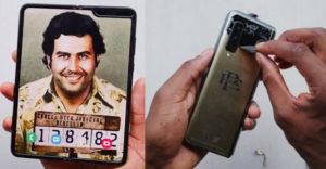 Összehajtható telefonnal törne be a piacra Pablo Escobar bátyja. A védőfólia alatt azonban egy meglepetés rejtőzik