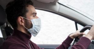 Szükséges autóvezetés közben is a szájmaszkot viselni?