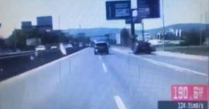 190 km/h sebességgel menekült a rendőrök elől egy sofőr, az autók között cikázott, aztán meg a fák között is
