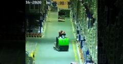 Elbóbiskolt egy targoncás, rengeteg áru omlott le a raktárban (A legdrágább szundi)