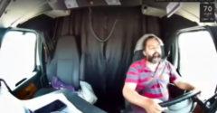 Többször is elbóbiskolt vezetés közben, a végén fejreállította a kamiont