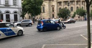 Egy robogós futár állította meg a rendőrök elől menekülő autóst a Bajcsy-Zsilinszky úton