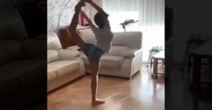 Ki mondta, hogy a műkorcsolyához kell korcsolya? (Edzés a nappaliban)
