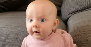 A 8 hetes baba megelőzte az összes vele egyidős babát. Ámul a világ azon, amit megtanult