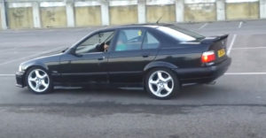 Az idióta villogni akart a BMW-jével. (Nem jött össze)