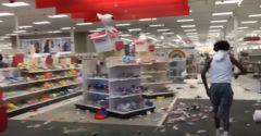 Békés bevásárlás a zavargások alatt az USA-ban