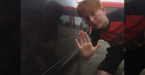 A srác üzenetet hagyott a Nissan 370z tulajdonosának