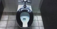 Vajon miért van a nyilvános WC-nek U alakú ülőkéje?