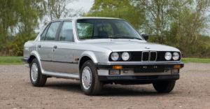 Egy sosem használt 1986-ban gyártott BMW került elő és most eladó