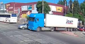 Mikor nem lát minket a kamionsofőr? A sofőrök megint ráfizettek a kamion holtterére