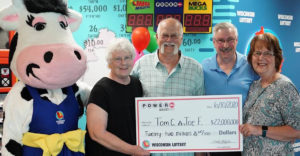 A barátjának adta 6,5 milliárdos lottónyereménye felét, mert 28 éve megállapodtak, hogy elosztanák a lottónyereményt.
