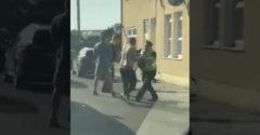 A rendőrség és három férfi esete, valamint egy bálna. (Gyors akció)