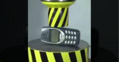 Nincs attól nehezebb, mint megsemmisíteni egy Nokia 3310-est (Amikor sír a hidraulikus prés)