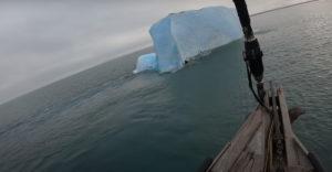 Átfordult a jéghegy, miközben meg akarták mászni