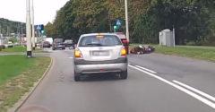 Elütötte a BMW-s a motorost, majd tovább hajtott. Azonnal megkapta a rendreutasítást a többi sofőrtől.
