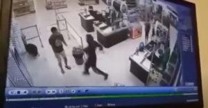 A maszkot nem viselő férfi megütötte az őt figyelmeztető bolti eladót, majd egy vásárlót is. A sors keze utolérte