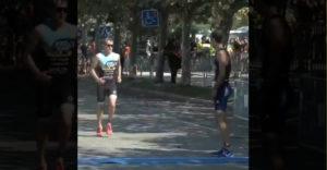 A triatlonos megmutatta milyen is a fair play a gyakorlatban