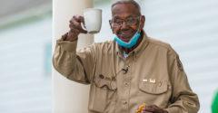 111 éves lett a világ legidősebb háborús hőse, akit légiparádéval köszöntöttek