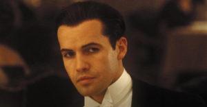 A színész, aki a gazdag Cal-t alakította a Titanicban, a premier óta 23 év után megkopaszodott.