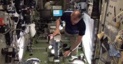Hogyan mérik meg a testtömegüket az űrhajósok az űrben?