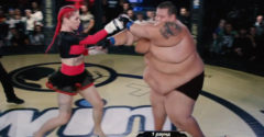 A 63 kg-os női MMA harcos, és a 240 kg-nyi YouTuber.