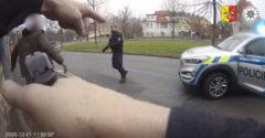 A karambolozott autót vezető férfi egész Prágán keresztül üldözte a bűnöst, aki egy lopott Passaton próbált meglógni