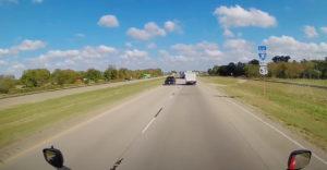 A kamionsofőr megtalálta a módját annak, hogyan kerülheti el a közlekedési dugót