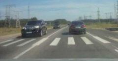 Amikor két idióta találkozik az úton. (Dráma a világban)