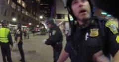 A rendőr azzal dicsekedett, hogyan szerelte le a tüntetőket. Nem vette észre, hogy veszi őt a kamera