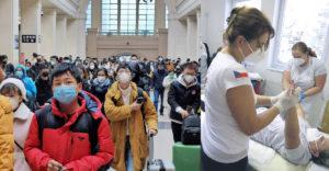 Kína ki akar bújni a felelősségvállalás alól. Állítása szerint a koronavírus Csehországból is származhat