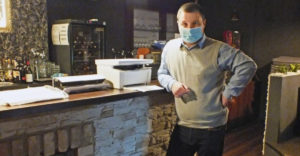 Egy kreatív ötlet a túléléshez. Egy felvidéki kávézó tulajdonosa megkerülte a járvány miatti korlátozásokat