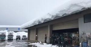 Hogyan lehet eltávolítani a háztetőről a  nagy mennyiségű havat