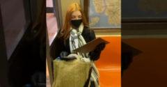 Egy idegen férfi a metróban ajándékozta meg az utazás közben róla készített portréval. (Nem leplezte a meghatódottságát)