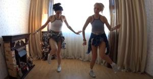 Az anyuka táncra perdült a lányával