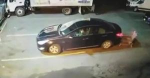 A bevásárlókocsis trükk, amit a tolvajok előszeretettel alkalmaznak a parkolókban (Figyelmeztető jellegű bemutató)