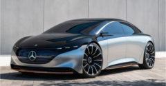 A Mercedes bemutatta elektromos csodamasináját. 141 cm-es kijelzővel büszkélkedik és a Teslát lazán verő hatótávolsággal