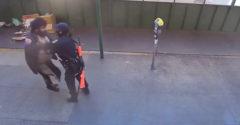 A járókelők segítettek a rendőrnőnek, akit megtámadott egy hajléktalan