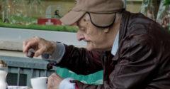 A nagyapa egész életében sóval itta a kávét. Csak a halála után jött rá a családja, hogy miért így csinálta