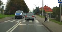A BMW-s a rendőrök orra előtt gázolta el a gyalogost a zebrán (Azonnali reakció)